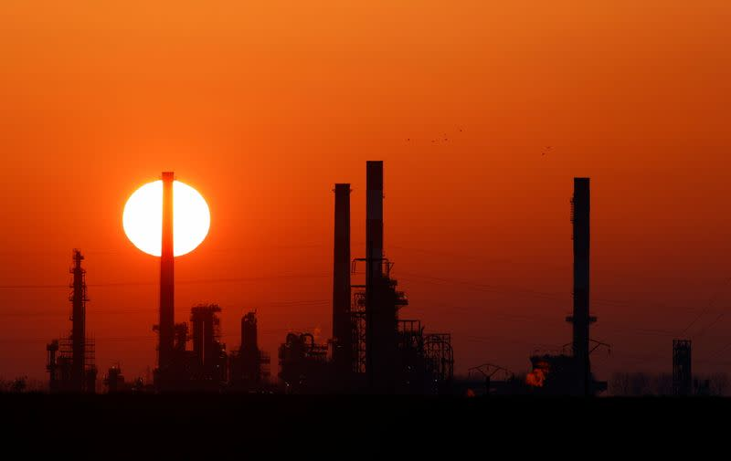 Image Oil prices firm on prospect of OPEC+ maintaining supply cuts, drop in U.S. inventories