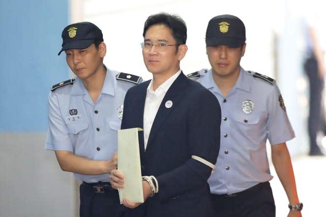 El heredero de Samsung es condenado a 5 años de cárcel por soborno