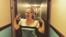 Amazing Photo Of The Woman Who Looks Like A Hotel Corridor Goes Viral
