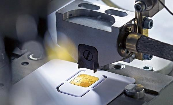 nano-SIM's flimsy form factor poised to frustrate fleshy-fingered phone users forever