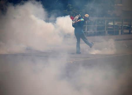 Herido de bala un joven durante una marcha opositora en Caracas