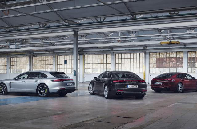 Porsche's flagship Panamera E-hybrid has 689HP and a bigger battery