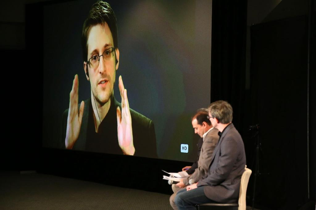 Edward Snowden speaks via videolink during Politicon at the Los Angeles Convention Center on October 10, 2015 (AFP Photo/Frederick M. Brown)