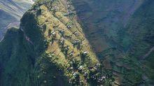 極危險 要走1千級樓梯先可以到達的懸崖村