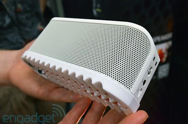Jabra Solemate Bluetooth speaker hands-on, soles off