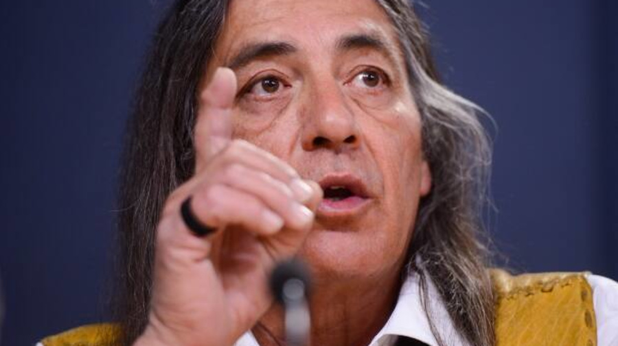 Mohawk grand chief under fire, calls to stop blockades