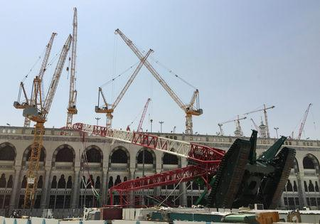 A construction crane which crashed in the Grand Mosque is pictured in the Muslim holy city of Mecca, Saudi Arabia September 12, 2015. REUTERS/Mohamed Al Hwaity/Files