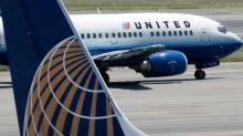 United Airlines bans female passengers from flight because they wore leggings