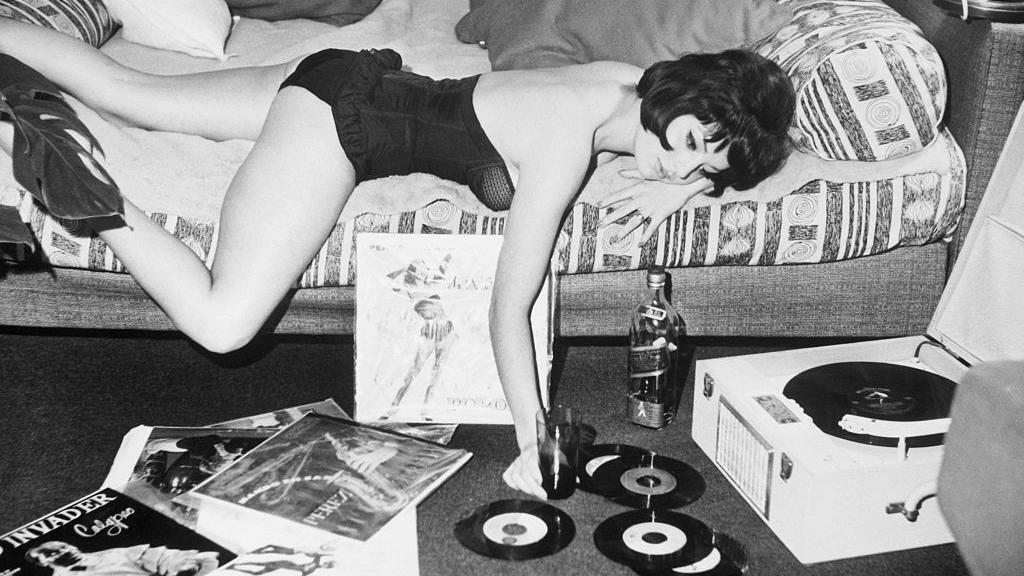 Vinyl record sales about to overtake CDs