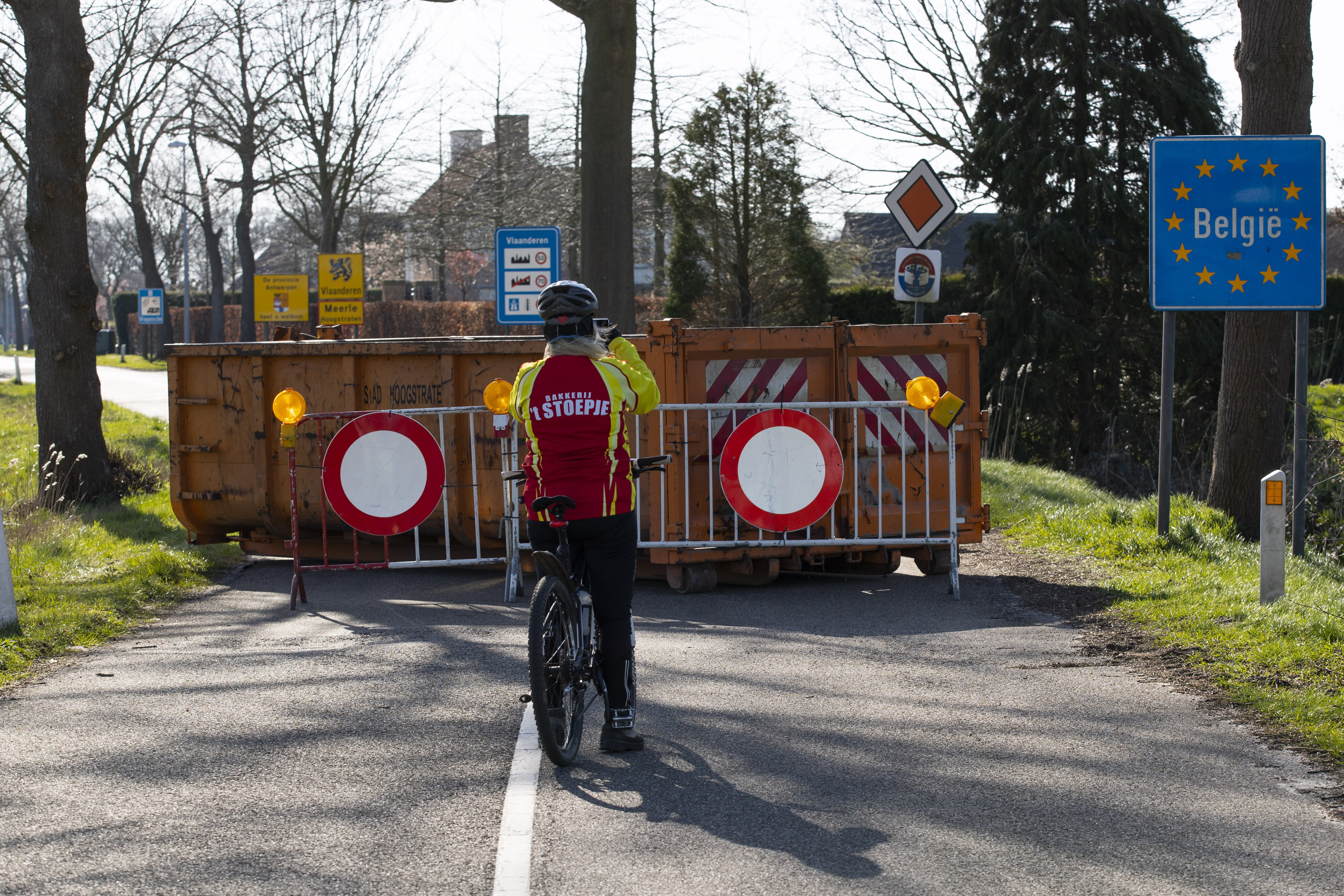 Dutch order bars, restaurants closed over pandemic fears