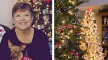 Frau schmückt ihre Wohnung mit 106 Weihnachtsbäumen