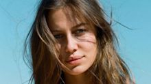 Nicole Poturalski, la novia de Brad Pitt, responde a una filosa pregunta sobre Angelina Jolie