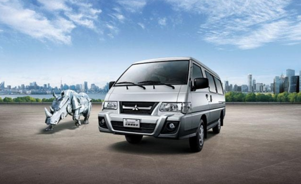 台灣市場方面,目前仍採用第三代車型,並且在第五代車型問世後,便已和原廠的 Delica 做出區別。