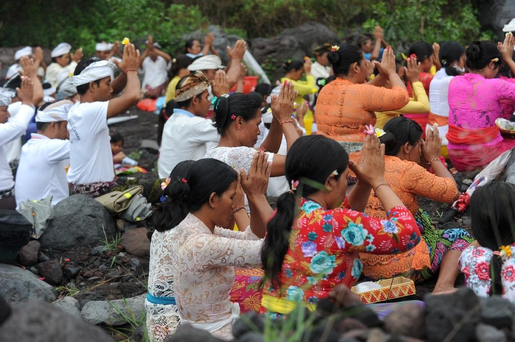 Dozens of Balinese Hindus took part in ceremonies near the volcano, offering prayers in the hope of preventing an eruption (AFP Photo/SONNY TUMBELAKA)