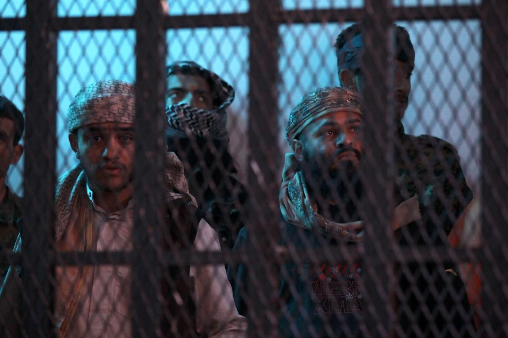 Suspected Al-Qaeda militants stand behind bars during a hearing at the appeals court in the Yemeni capital Sanaa (AFP Photo/Mohammed Huwais)