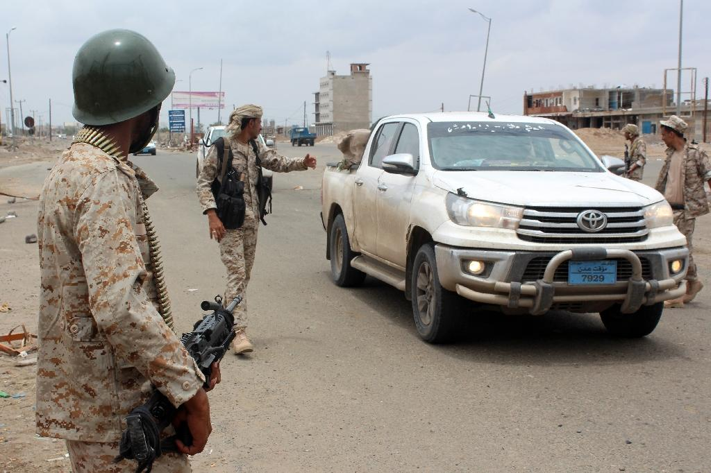 Yemeni loyalist forces man a checkpoint on a road on April 15, 2016 in the town of Lahej, 30km from the port city of Aden