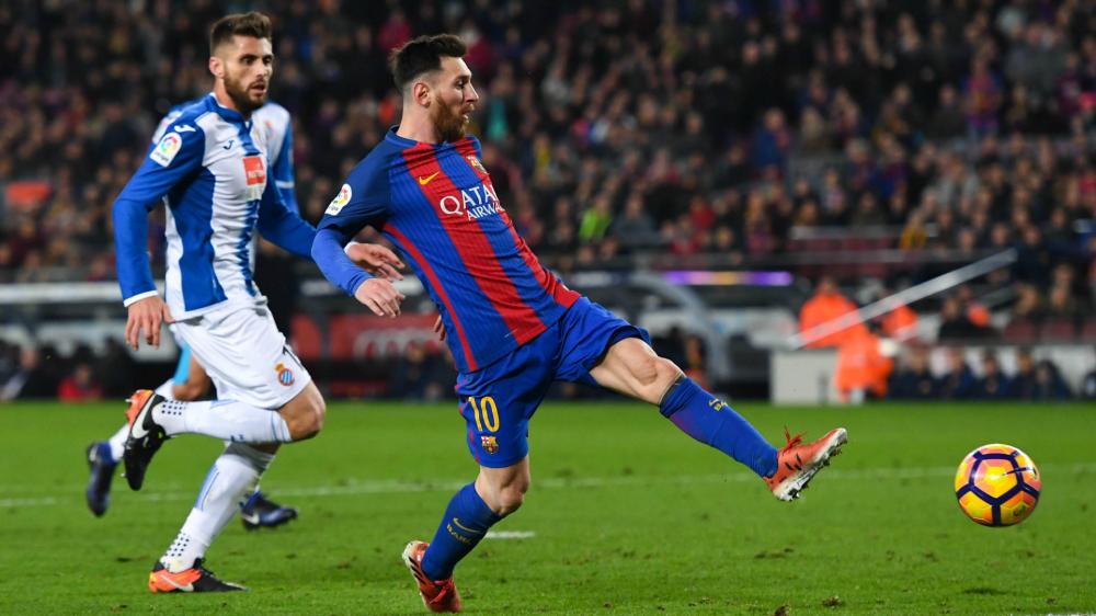 Antes do dérbi, Espanyol imita comemoração de Messi e provoca Barcelona