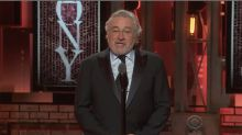 Censuran a Robert de Niro en los Tony Awards por gritar insultos a Trump ¡dos veces! ¡MÍRALO!