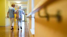 Pflegen unter doppeltem Druck: In der Coronakrise spitzt sich die Lage dramatisch zu