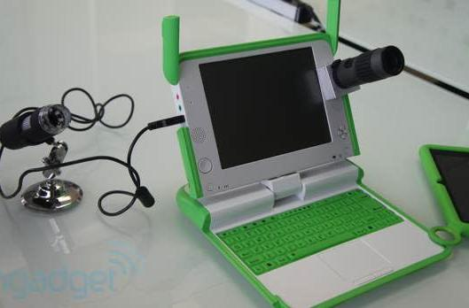OLPC working on XO laptop telescope and microscope peripherals (hands-on)