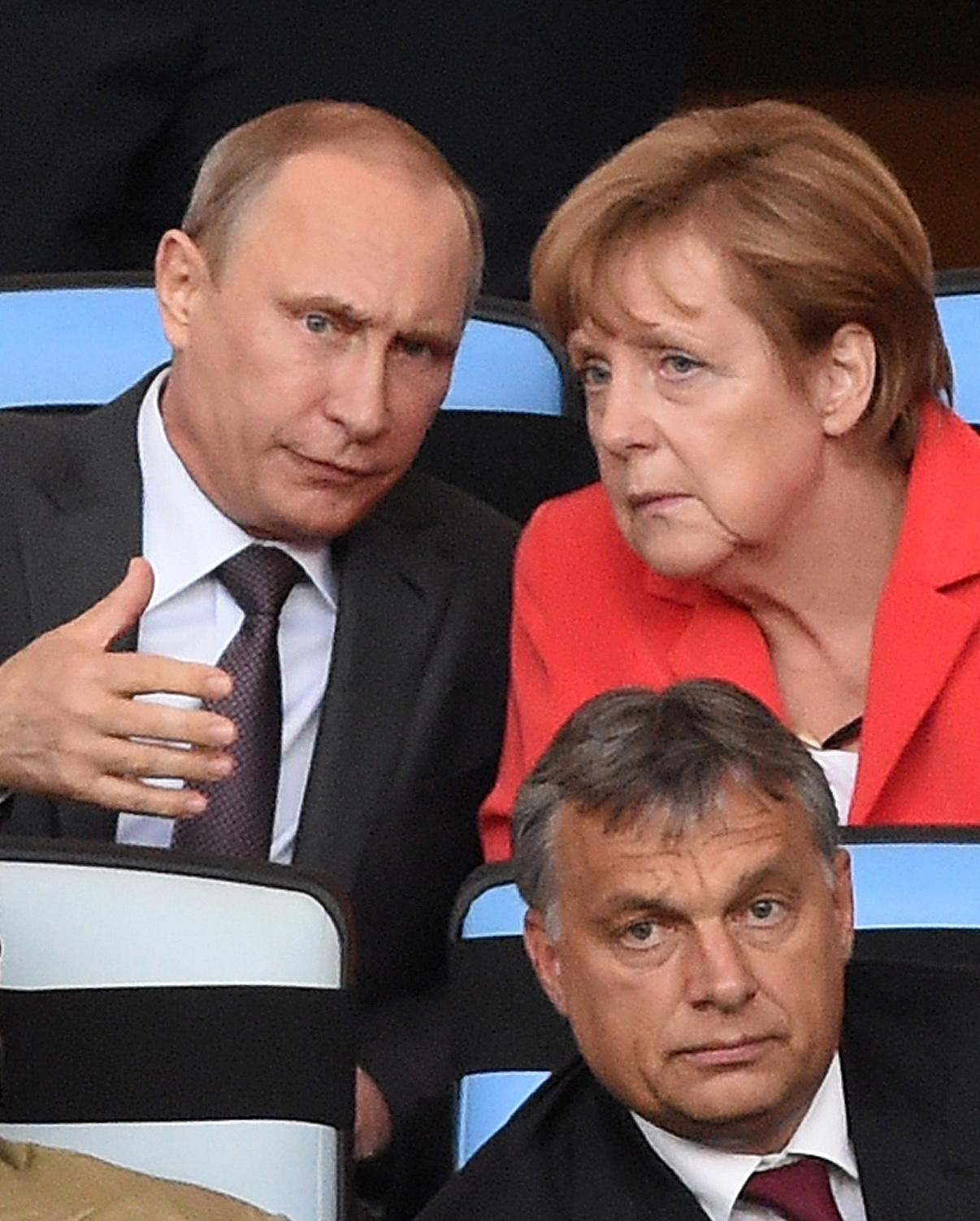 German Chancellor Angela Merkel (top R), Russian President Vladimir Putin and Hungarian Prime Minister Viktor Orban attend the 2014 FIFA World Cup final between Germany and Argentina in Rio de Janeiro on July 13, 2014 (AFP Photo/Pedro Ugarte)
