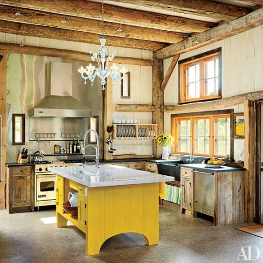 11 Charming Farmhouse-Style Kitchens