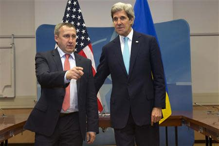U.S. Secretary of State John Kerry (R) stands with Ukrainian Foreign Minister Andriy Deshchytsia before their meeting at the NATO headquarters in Brussels April 1, 2014. REUTERS/Jacquelyn Martin/Pool