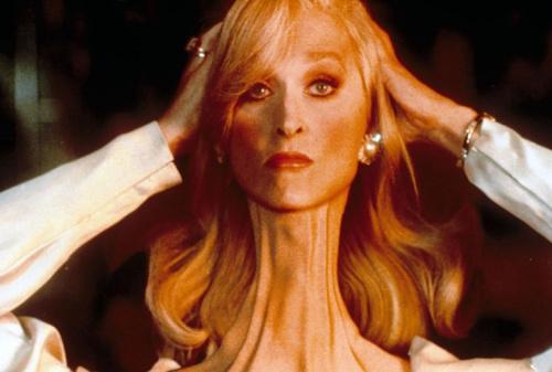 Meryl Streep adjustsher broken neck in Death Becomes Her