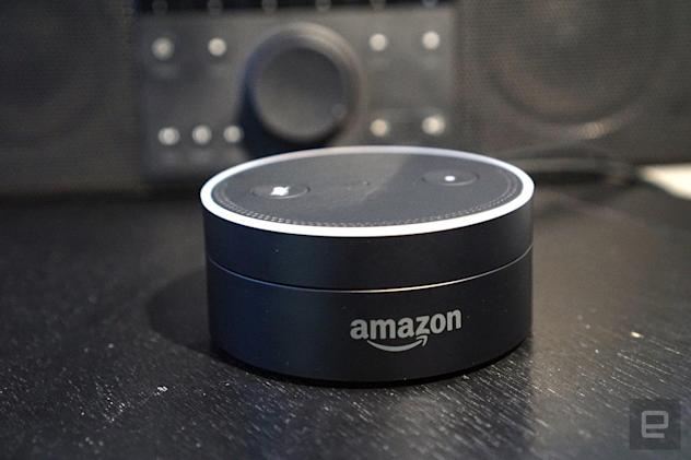 Echo alerts you to voice or text messages with a yellow light