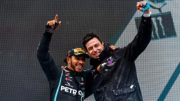 Hamilton與Mercedes車隊續約2021賽季