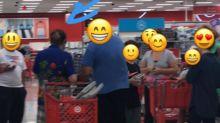 Silvio Santos é assediado em supermercado nos EUA