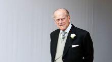 Príncipe Philip passa por check-up em hospital após acidente de carro