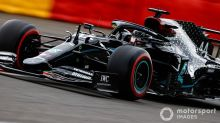 Hamilton 'deita e rola' para vencer em dia de vexame da Ferrari em Spa