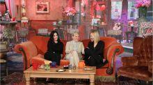 'Ellen' surprises Courteney Cox with a mini 'Friends' reunion and a fake Central Perk