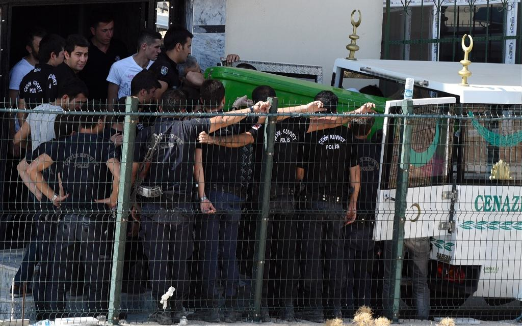 Turkish police load the coffin of a fellow officer into a truck on July 22, 2015 after two police officers were found shot dead at their home in Ceylanpinar (AFP Photo/Bulent Kilic)