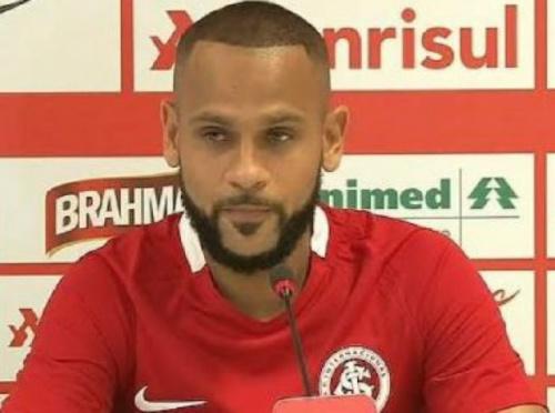 Carlinhos é liberado do hospital e já projeta retorno ao time do Internacional