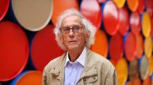 L'artiste plasticien Christo, célèbre pour avoir emballé le Pont-Neuf, est mort à l'âge de 84 ans