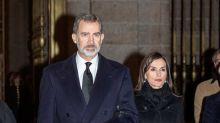 Los reyes asisten en la Almudena a una misa funeral por las víctimas de la COVID