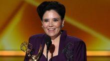 Alex Borstein recuerda a su abuela superviviente del Holocausto en el discurso más poderoso de los Emmy