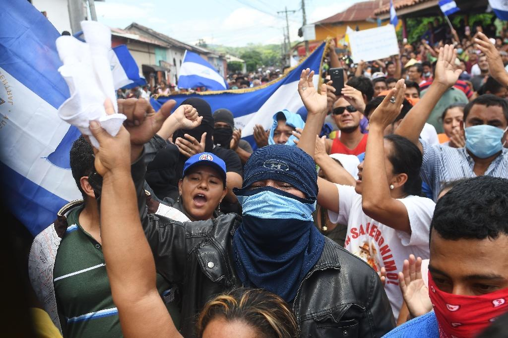 Residents of Masaya, which has become a flashpoint during the two months of unrest in Nicaragua, celebrate the arrival of the bishops (AFP Photo/MARVIN RECINOS)