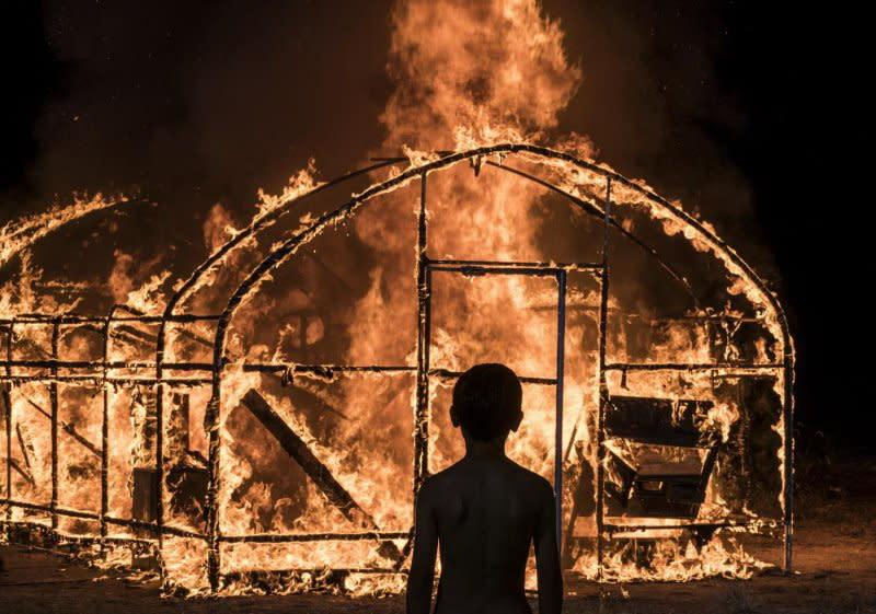 3.《燃燒烈愛》:史蒂文元(Steven Yeun)片中所居住的那座公寓,很有可能就是跟《寄生上流》主角們位於同一社區。全片營造出巨大的壓迫感,而且不留任何出口。(圖:華聯國際)