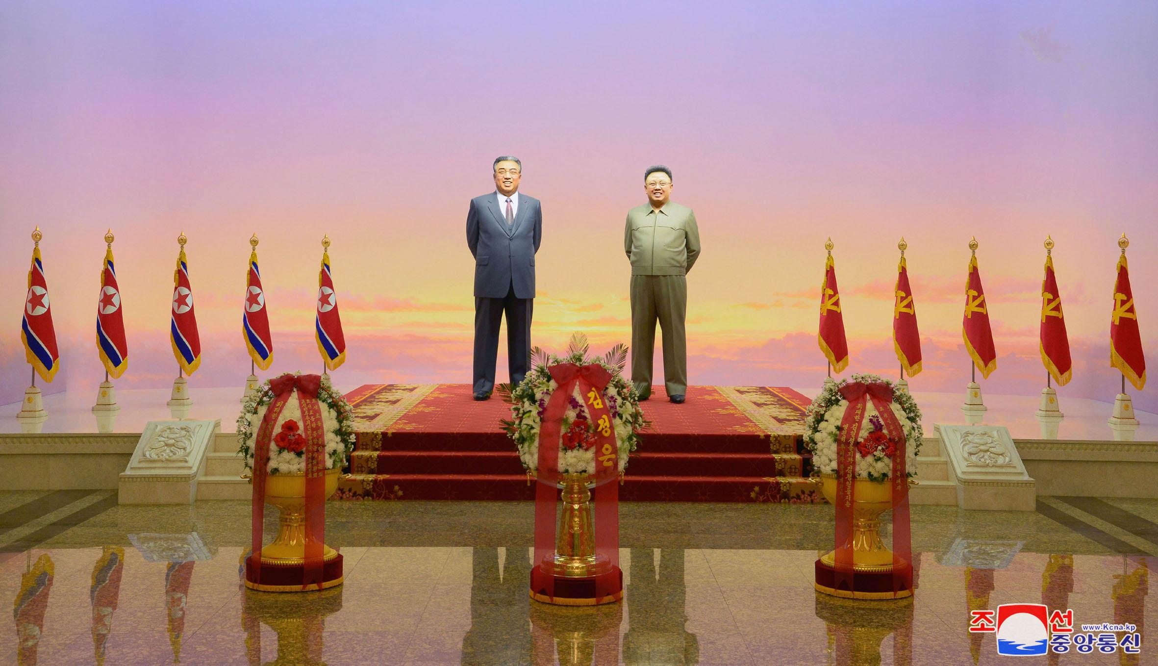 The statues of Kim Il Sung and Kim Jong Il are seen during a ceremony to mark the 7th death anniversary of late North Korean leader Kim Jong Il at Kumsusan Palace of the Sun in Pyongyang, North Korea December 17, 2018 released by North Korea's Korean Central News Agency (KCNA).   KCNA via REUTERS    ATTENTION EDITORS - THIS IMAGE WAS PROVIDED BY A THIRD PARTY. REUTERS IS UNABLE TO INDEPENDENTLY VERIFY THIS IMAGE. NO THIRD PARTY SALES. SOUTH KOREA OUT. NO COMMERCIAL OR EDITORIAL SALES IN SOUTH KOREA.