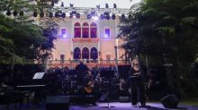 A Beyrouth, un concert en hommage aux victimes s'est tenu dimanche dans le Palais Sursock dévasté par l'explosion