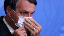 Bolsonaro dice a periodista que lo quiere golpear en la cara