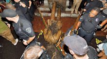 """Protesters topple """"Silent Sam"""" statue of Confederate soldier at UNC"""