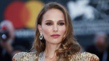 Venezia 75: red carpet dorato per Natalie Portman