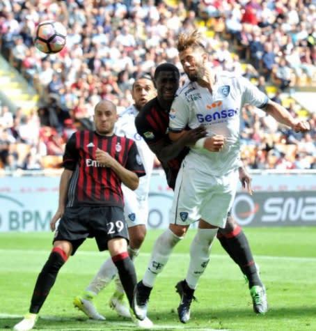 Milan perde para o Empoli e se distancia da Liga Europa; Lazio goleia