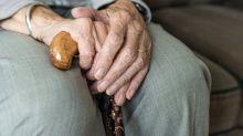 Após 60 anos de busca, mulher de 81 anos reencontra a mãe de 103