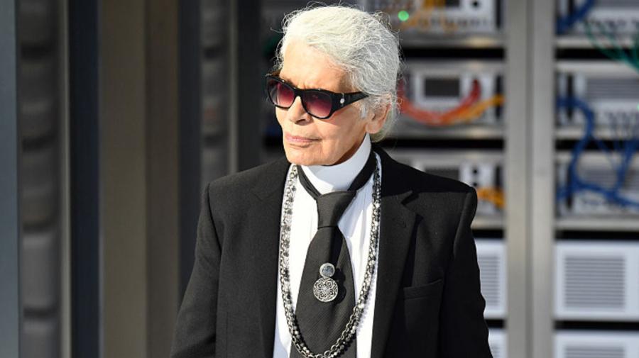 Diretor criativo da Chanel morre aos 85 anos em Paris