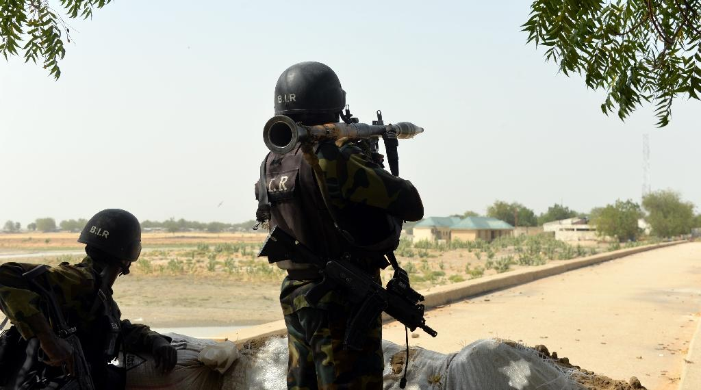 Cameroonian soldiers holding a position in the Cameroonian town of Fotokol, on the border with Nigeria on February 17, 2015